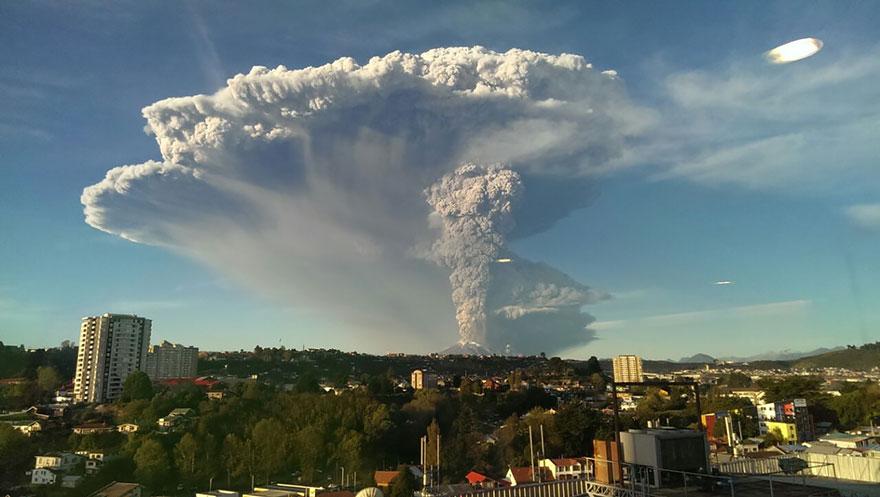 Pyrocumulonimbus et foudre au Chili (volcan)