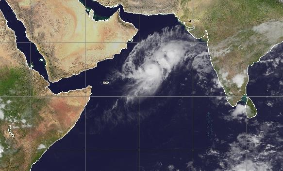 Cyclone Nilofar en mer d'Oman